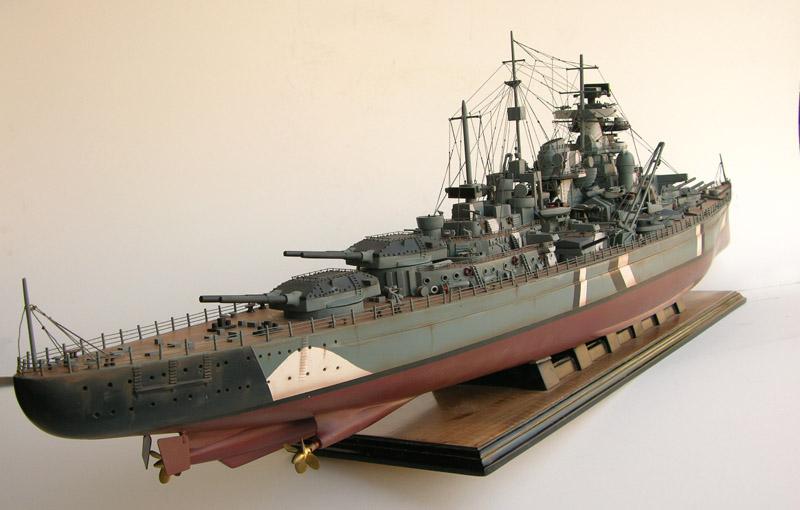 Линкор Бисмарк фото .